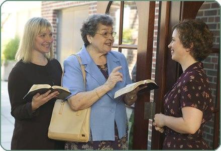 ვის უქადაგებენ იეჰოვას მოწმეები?